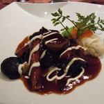 ボナキュー - 和牛バラ肉の赤ワイン煮自家製ヌードル添え