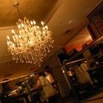 CAFE RIGOLETTO - 2階吹き抜け