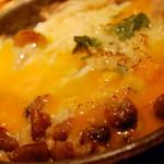 CAFE RIGOLETTO - ホワイトアスパラガスと卵のオーブン焼き 卵をわって...