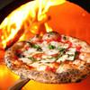 ピッツェリア ピッキ - 料理写真:3種類の薪を使い分け、500度1分半焼き。