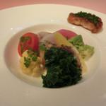 ミチノ・ル・トゥールビヨン - 鮟鱇のポアレと富士幻豚のコンフィ。                             ソースは双方のジュが入っており、野のものと海のものが一体になった道野シェフらしい一皿です。