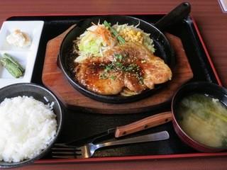 赤城おろし豚精肉店 - トンステーキランチ定食(690円)