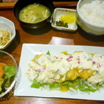 伊都ダイニング - チキン南蛮定食¥880。彩りがきれいです。