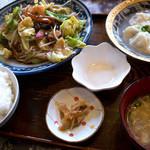 チャイナ食堂かしん - 「麺セットメニュー」(650円)。麺は皿うどん(パリパリ)、水ギョウザをチョイス。
