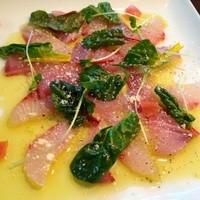 沖縄食材を使った創作料理も豊富にそろえてます。