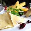 本かつ喜 - 料理写真:とんかつ屋ですが、夜はチーズの盛り合わせをつまみに、ワインでゆっくりと。