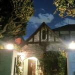 シェ松尾 - 大正浪漫漂う英国の建築様式を模倣した佇まい