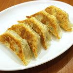 あぶ家 - もちぶた焼餃子、350円。