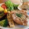 プラスワンカフェガーデン - 料理写真:焼き野菜と鶏肉のマスタードソース添え&バケット☆