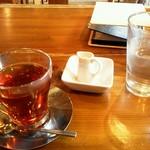ログストック - 紅茶(ホット)奥にあるのが今のメニュー(2013年2月)