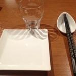 百菜百味 - 取り皿もスクエアでモダンな感じ。