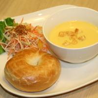 ノードカフェ - プレーンベーグルと選べるスープとサラダのプレート スープは3種類の中から選べますよ! 700円~