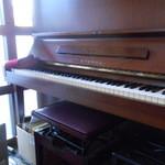 17379998 - ピアノもありますよ~