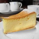 馬車道十番館 - チーズケーキはドライなタイプ
