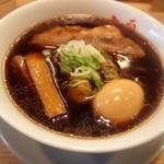 人類みな麺類 - らーめん micro(ミクロ) 全体(煮玉子トッピング)