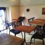 サボウ・シガ シロガネ - 隠れ家のような雰囲気の暖かい空間