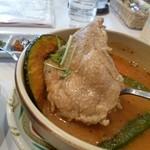 一灯庵 Sunpiazza - 2013.02 大きな鶏肉のかたまり♪具がそれぞれ大きな塊で入っているのがスープカレーの特徴ですよね♪