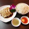 シンガポール料理 梁亜楼 - 料理写真:シンガポールで料理長が15歳から作りつづけた 名物料理 海南鶏飯