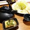 焼き鳥やっちん - 料理写真:お通しの冷奴と黒じょか焼酎