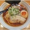 春樹 - 料理写真:和風魚介醤油ラーメン \690  味自体はそんな特筆すべき点はないですが、無料で倍盛りまでイケるのは評価できるかと!
