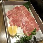 立ち焼きカルビ - 豚タン