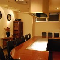 鉄板カウンター席のある個室をご用意しております。