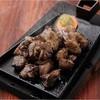 大宮亭 - 料理写真:霧島どりもも炭火焼き(中) 豪快な炭火で一気に焼き上げる南九州の名物料理で、味付けはシンプルに塩のみ。