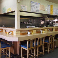 支那そば心麺 - カウンター席とテーブル席をご用意!!