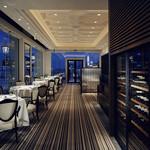 レストラン ル・クール神戸 - 開放的な窓からのオーシャンビュー