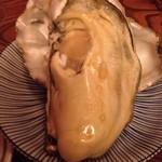 産直屋 たか - これが凄かった!広島の牡蠣 貝殻いっぱいに育ったぷりぷりの大粒