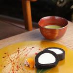 イクスカフェ - テレビや雑誌でも取り上げられた【くろまるロールケーキ】♪播磨園抹茶も人気です!