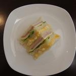 喫茶フェリーチェ - レタスとハムチーズサンドとタマゴサンドが味わえます。ヨーグルトも付いてきます※ラパンセさんの食パンを使用しております。