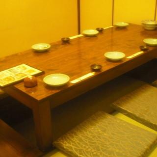 7名様まで収容可能な掘り炬燵の個室席をご用意しております♪