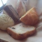 17583156 - 半円の謎のパン