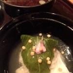 雲海 - 【春の祝い会席】止椀 赤出汁 滑子 豆腐 と 蒸物 甘鯛祝い蒸し 桜葉 銀餡掛け。