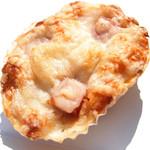 デ・トゥット・パンデュース - 全粒粉のクロワッサンに角切りベーコンとチーズ (200円) '12 11月上旬