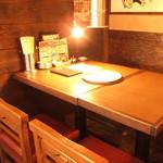 昭和大衆ホルモン - 2階席は宴会にも使えるテーブル席。