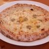 アモーラ ピッツァ - 料理写真:4種のチーズピッツァ
