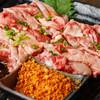 炭焼き屋 西麻布本店 - 料理写真:和牛ゲタカルビは当店の人気逸品です。リブの周りの肉を食べやすくサイコロカットにした肉で、柔らかく、脂がのってます。揚げにんにくをまぶして召し上がれ。