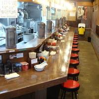 七代目哲麺  - レトロなポスターグッズがいっぱいの店内
