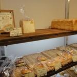 17690989 - 食パンも、お手軽価格 ※2013年3月