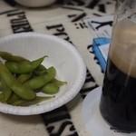 ビールスタンド重富 - ビールで煮た枝豆をサービスしてもらった