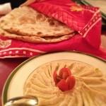 シディークパレス - 大好きなヒヨコ豆ペースト! チャパティのタンドリーで焼いた版らしいタンドリーロティと。