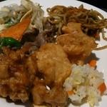 17727267 - 鶏唐揚げ、炒飯、肉炒め、前菜など