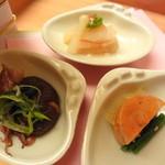 日本料理 木の花 - ひな祭りをイメージした八寸  ホタルイカの酒盗焼き・あん肝粕漬け・ミル貝と巻きえび