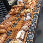17757037 - ずらりと並んだパンたち