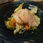 カルディーノ - 前菜のサラダ。鳥肉が非常に柔らかく、ドレッシングではなくシーズニングされたサラダは本当に美味しいですね。