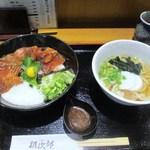 居酒屋 朝次郎 - この日の日替わり定食はまぐろ漬け丼とミニうどんのセットでした、これで750円ならCPも満足ですね