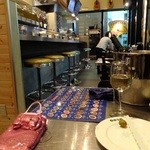 マリスケリア・ゴソ・ウメダ - 店内&白ワインをボトルで♪('13.03.12にて)