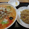 隆昌飯店 - 料理写真:タンタン麺と半チャーハンのセット 杏仁豆腐付きで650円は安い!